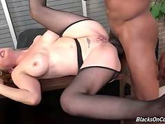 Curvaceous white lady loves to get double penetrated.